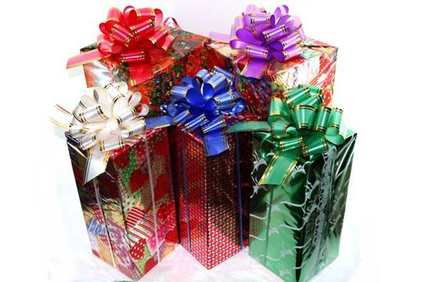 Упаковать подарок фольгой